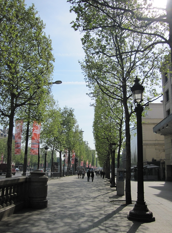 20110411champselysees01